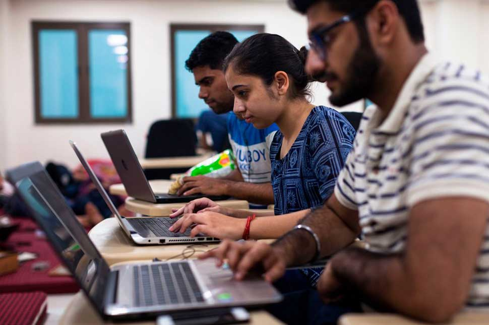 Undergraduate students take part in an Artificial Intelligence hackathon