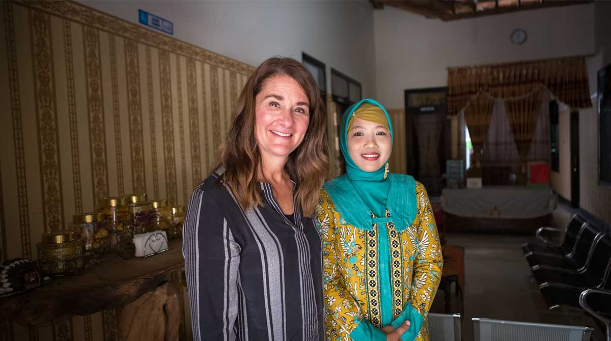 Ati and Melinda Gates pose for a photo