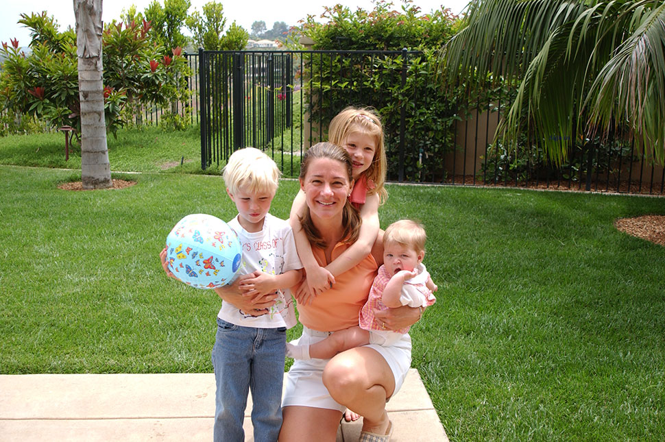 Rory, Melinda, Jennifer, and Phoebe Gates posing for a portrait in 2003.